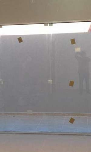 pele de vidro basculante